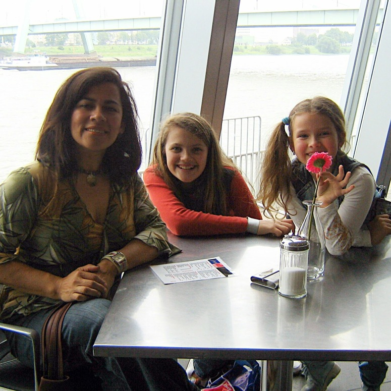 Lola, Mareike, and Saskia at the Lindt Cafe